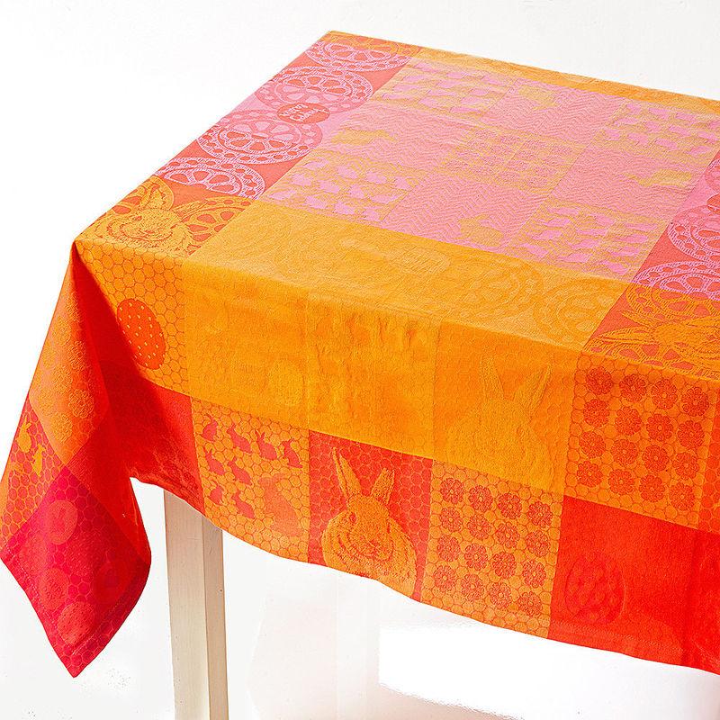 tischdecke ostertischw sche belebt den tisch mit farbenfrohem patchworkdesign hagen grote. Black Bedroom Furniture Sets. Home Design Ideas