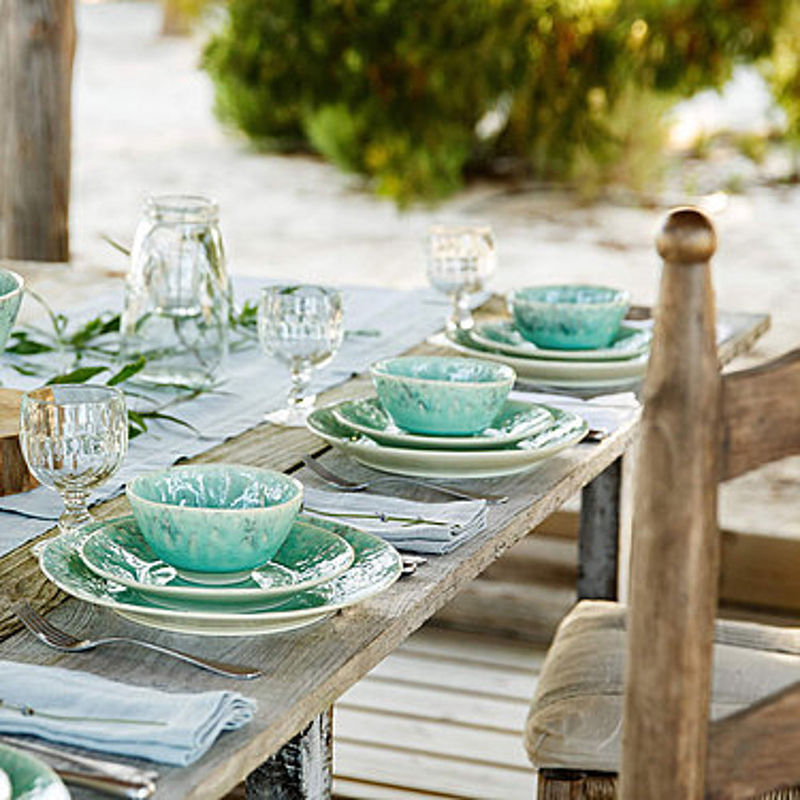 mediterrane essteller in bewegten maritimen blaut nen. Black Bedroom Furniture Sets. Home Design Ideas